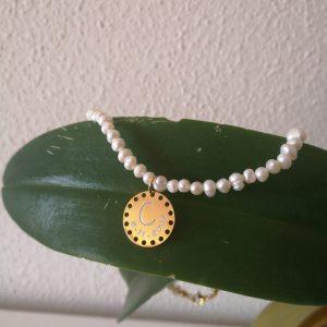 Collar de Perlas con medalla agujeros
