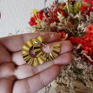 Aros de acero dorado onda