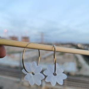 Aro de plata con flor